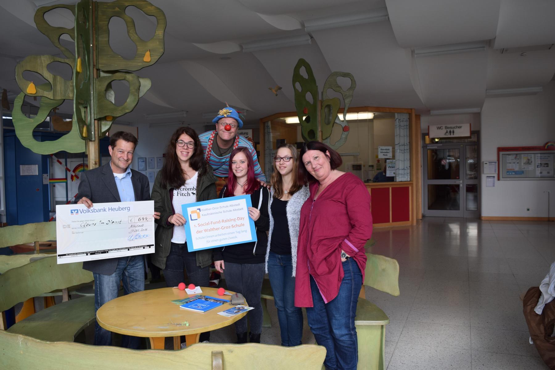 Spende der SchülerInnen des Wirtschaftsgymnasiums der Walter Groz Schule in Albstadt
